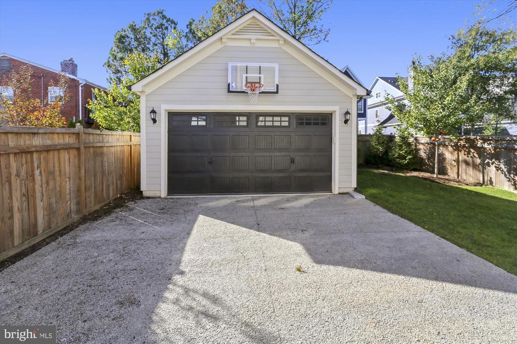 Detached 2-car garage with basketball hoop - 908 N CLEVELAND ST, ARLINGTON