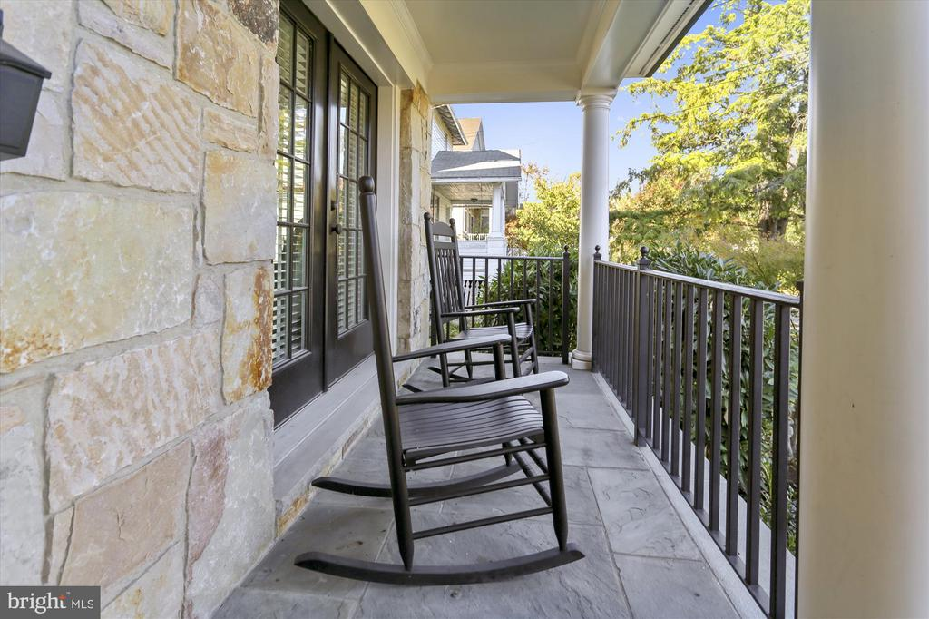 Covered Stone Front Porch - 908 N CLEVELAND ST, ARLINGTON