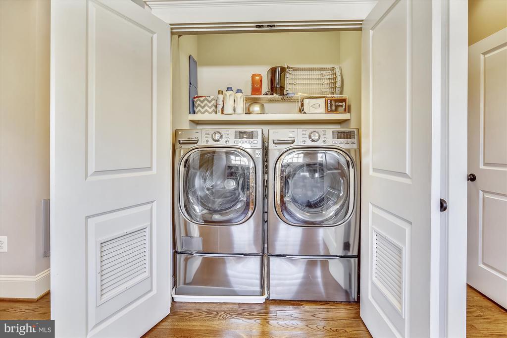 Bedroom level laundry - 908 N CLEVELAND ST, ARLINGTON
