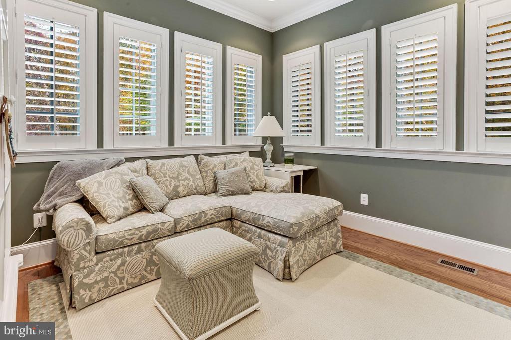 Morning Room With Plantation Shutters - 4830 CASTLEBRIDGE RD, ELLICOTT CITY