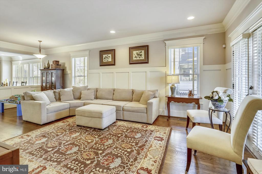 Living Room with Wainscoting and Recessed Lights - 908 N CLEVELAND ST, ARLINGTON