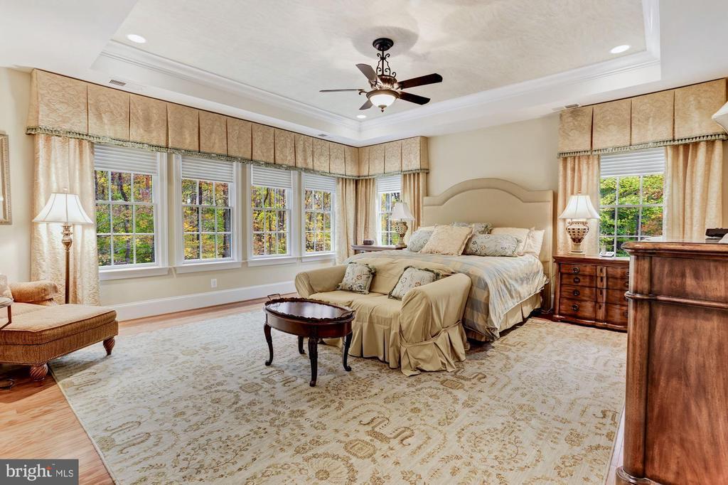 Generous Master Suite With Wooded Views - 4830 CASTLEBRIDGE RD, ELLICOTT CITY