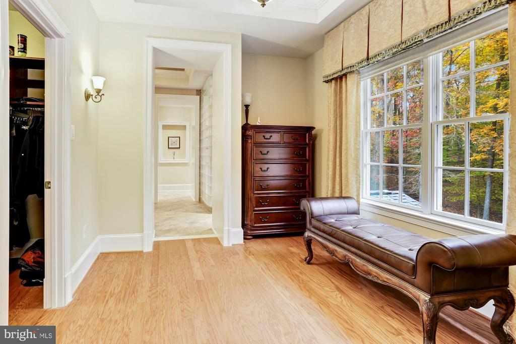 Master Sitting Room With Access To Walk-In Closet - 4830 CASTLEBRIDGE RD, ELLICOTT CITY