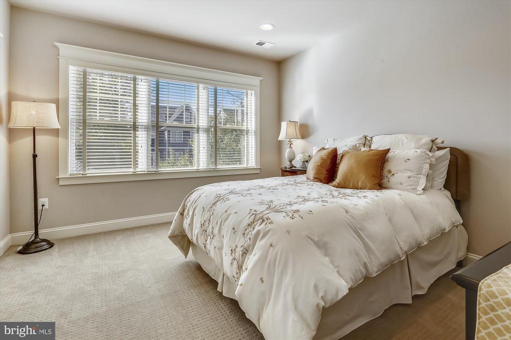 Bedroom #1 on 3rd level - 908 N CLEVELAND ST, ARLINGTON