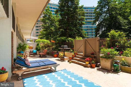 2700 VIRGINIA AVE NW #101/2