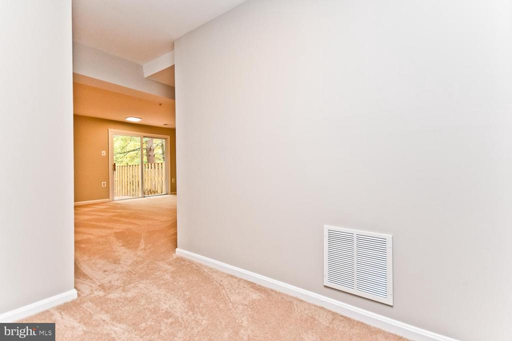 Lower Level Hall - 5663 CHELMSFORD CT, BURKE