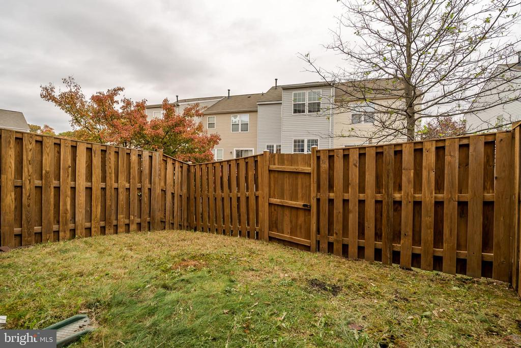 Fence rear yard - 45576 TRESTLE TER, STERLING