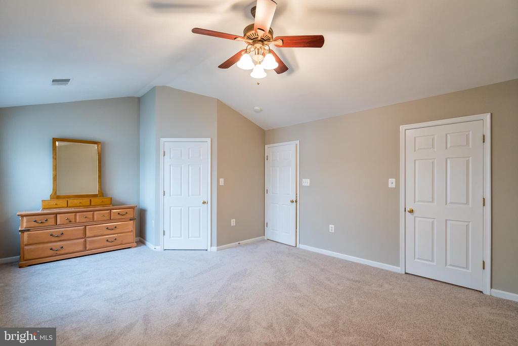 Ceiling fan and 2 walk-in closets - 45576 TRESTLE TER, STERLING