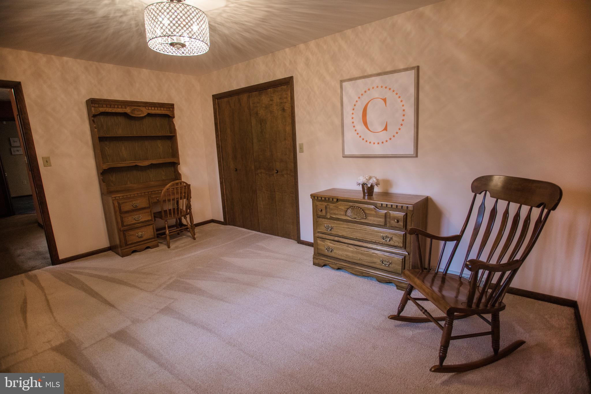 Bedroom 3, view 2