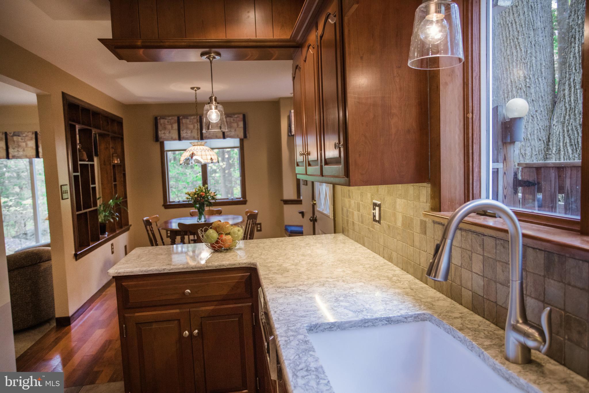 Kitchen toward breakfast area
