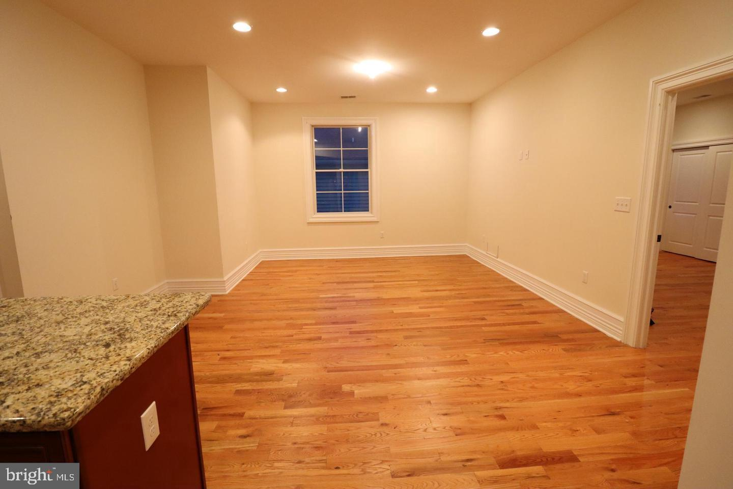 Additional photo for property listing at  Hightstown, 新澤西州 08520 美國