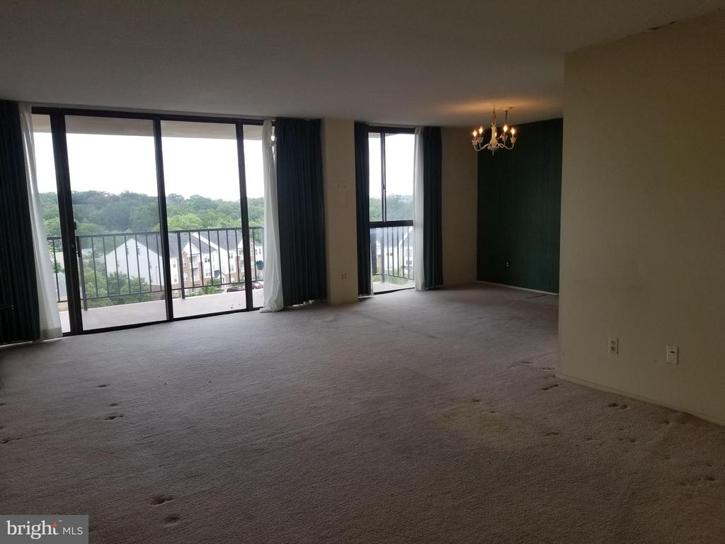 Spacious Living Room - 6100 WESTCHESTER PARK DR #1116, COLLEGE PARK
