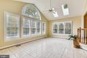 Spectacular sunroom with plantation shutters - 10680 ALLIWELLS CT, OAKTON