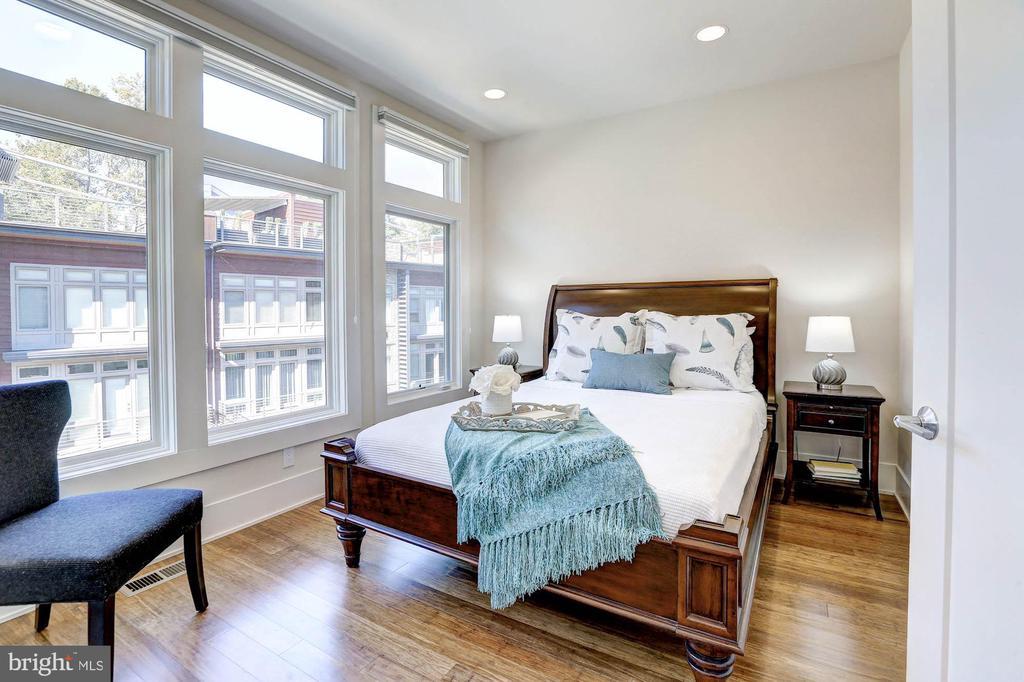 Spacious 2nd bedroom - 5132 WILLET BRIDGE RD, BETHESDA