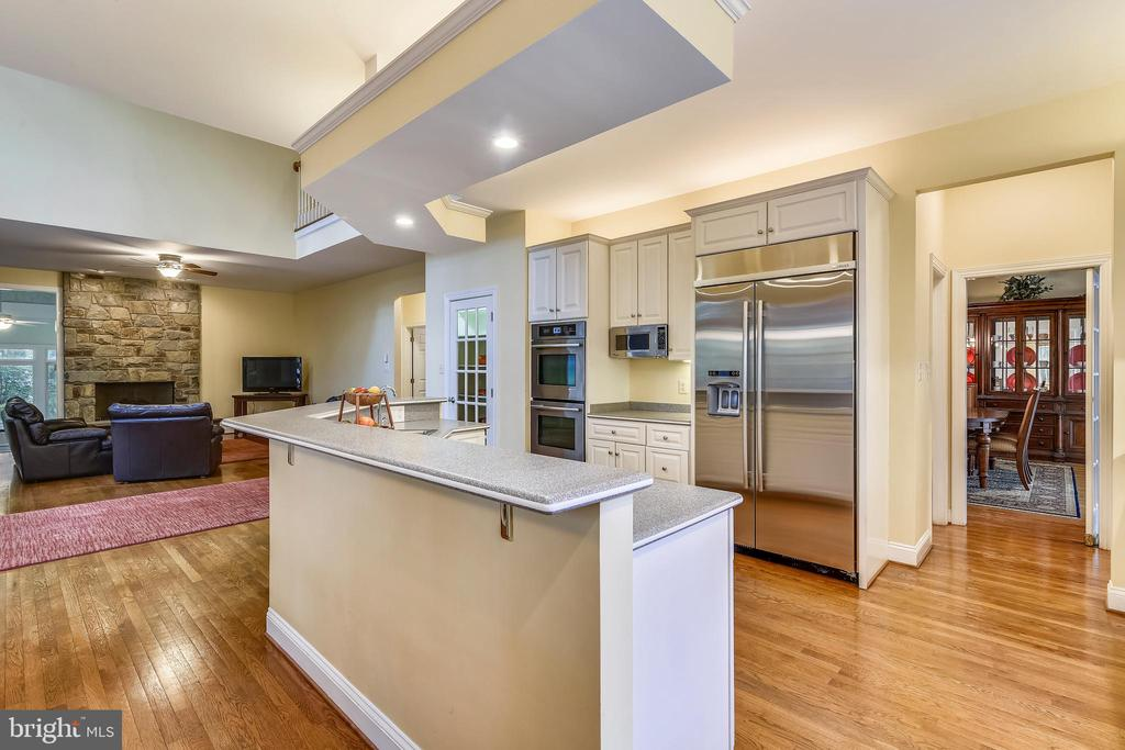 Kitchen with butler's pantry & walk in pantry - 10680 ALLIWELLS CT, OAKTON