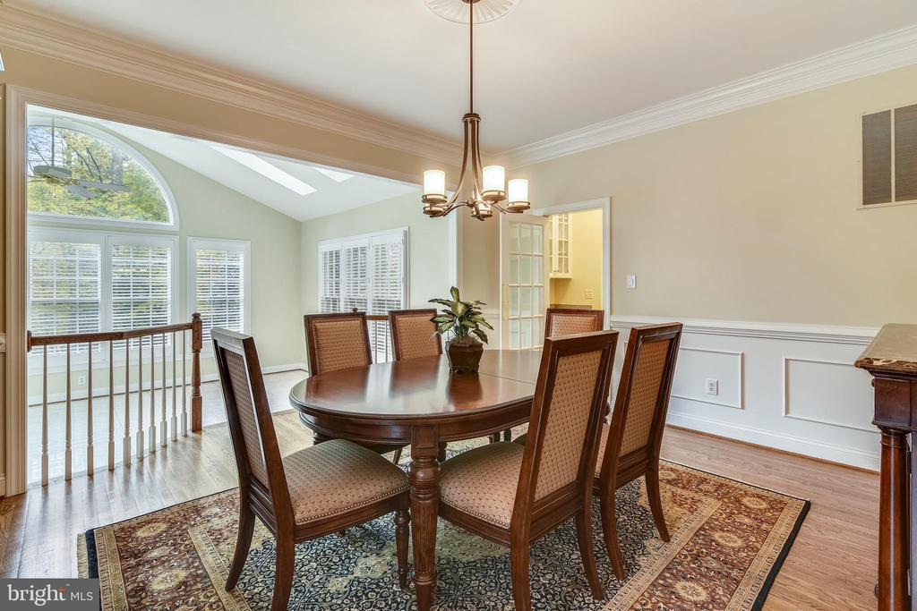 Dining room flooded with natural light - 10680 ALLIWELLS CT, OAKTON
