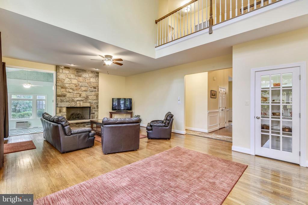 Family with hardwood floors - 10680 ALLIWELLS CT, OAKTON