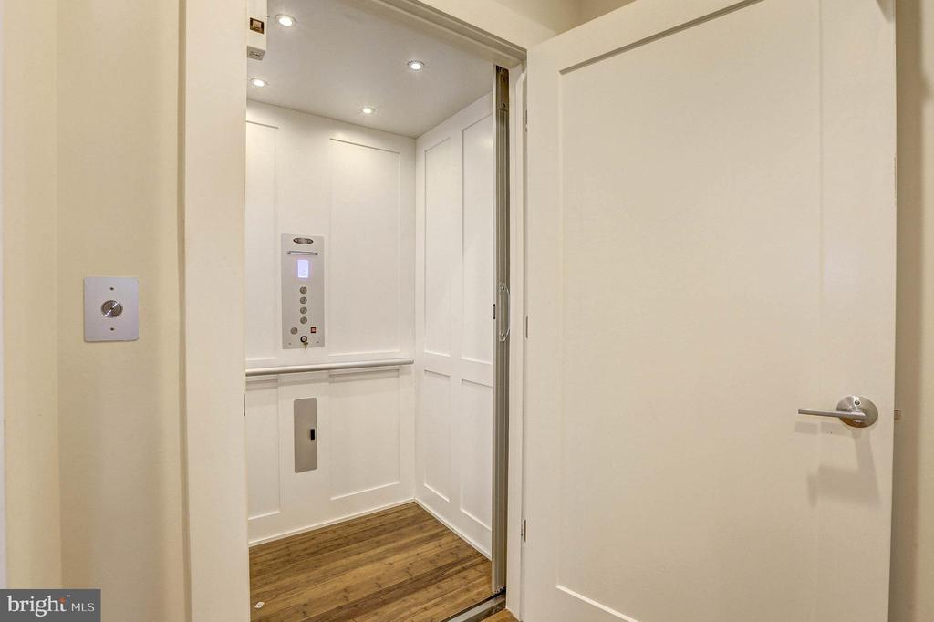 Private elevator - 5132 WILLET BRIDGE RD, BETHESDA