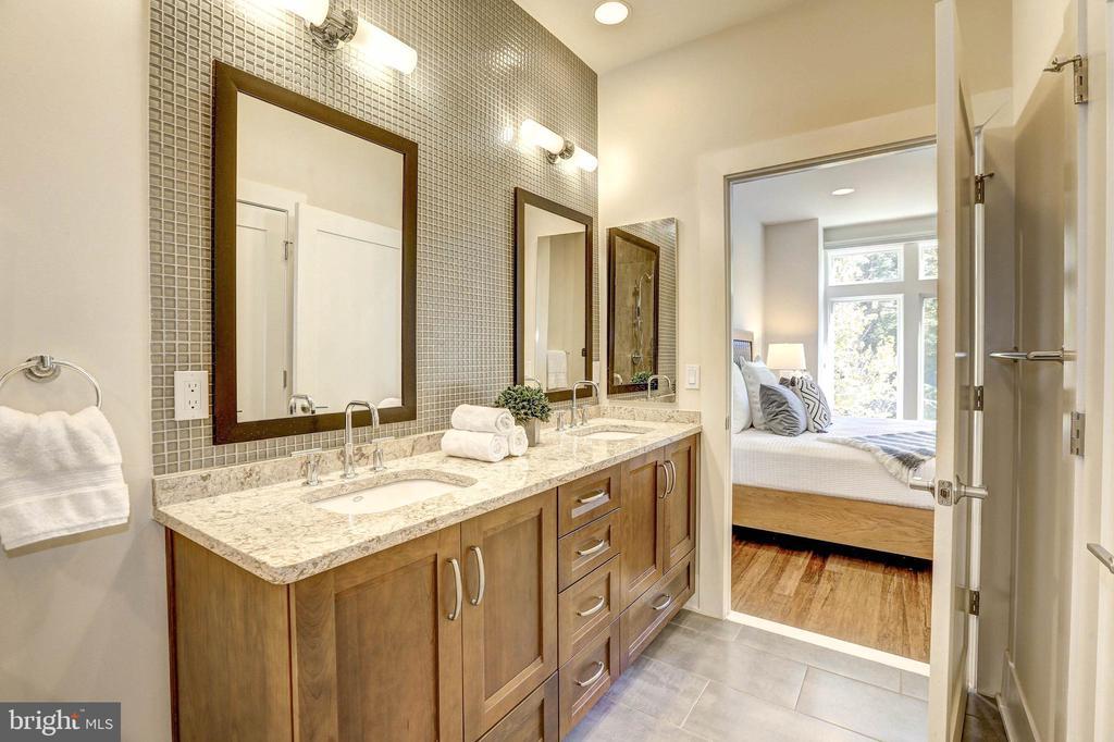 Double sinks in the vanity! - 5132 WILLET BRIDGE RD, BETHESDA
