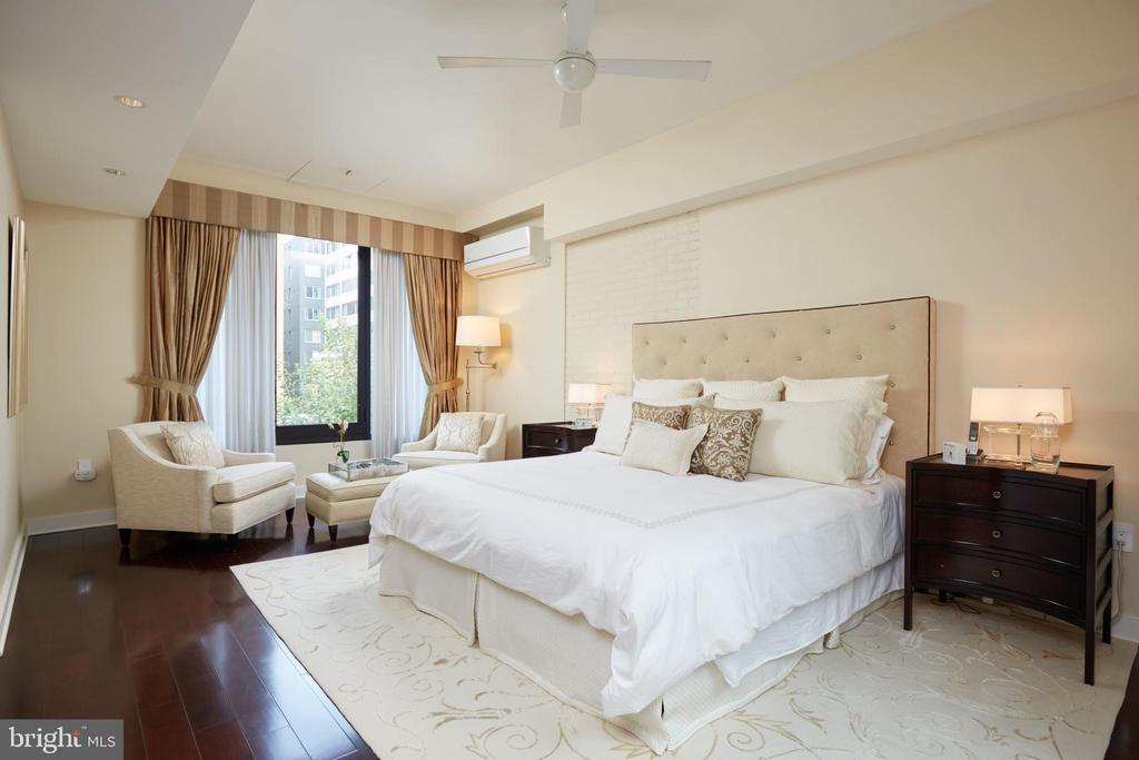 Master Suite - 935 26TH ST NW, WASHINGTON