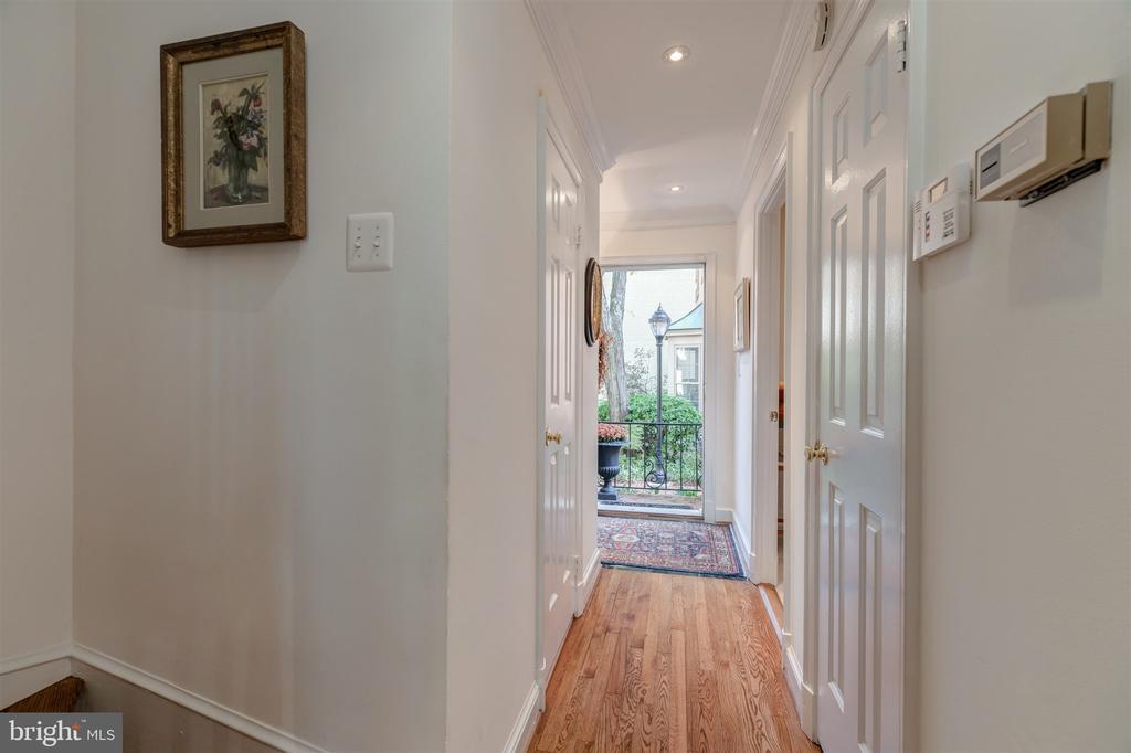 Foyer and Hallway - 4366 WESTOVER PL NW, WASHINGTON