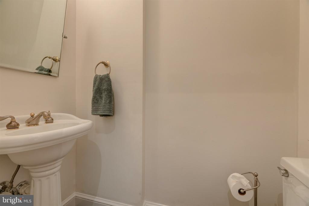 Powder Room - 4366 WESTOVER PL NW, WASHINGTON