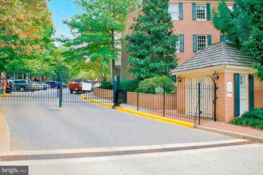New Mexico Avenue Gate - 4366 WESTOVER PL NW, WASHINGTON