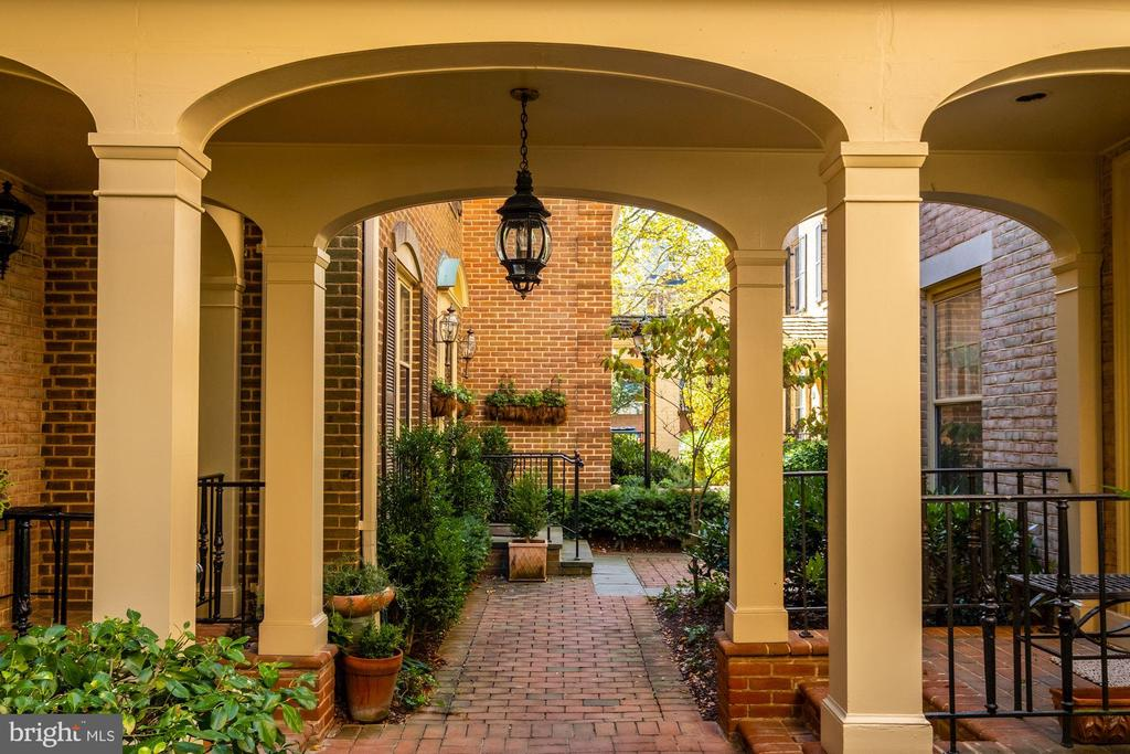 Courtyard Entry - 4366 WESTOVER PL NW, WASHINGTON