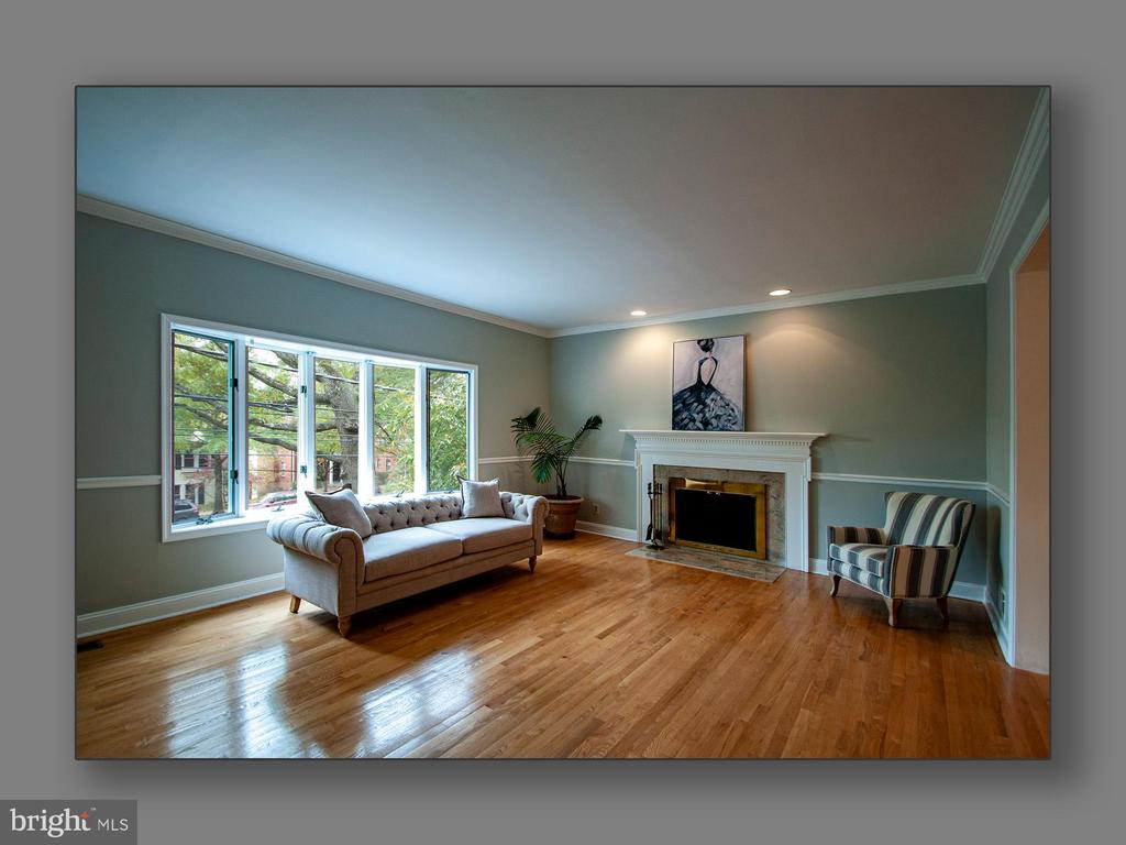 Formal living room - 5615 MACARTHUR BLVD NW, WASHINGTON