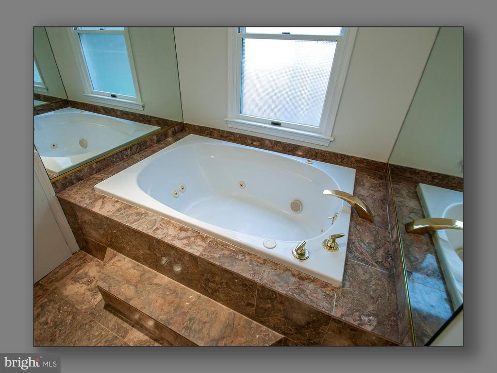 Master Bathroom jetted tub - 5615 MACARTHUR BLVD NW, WASHINGTON