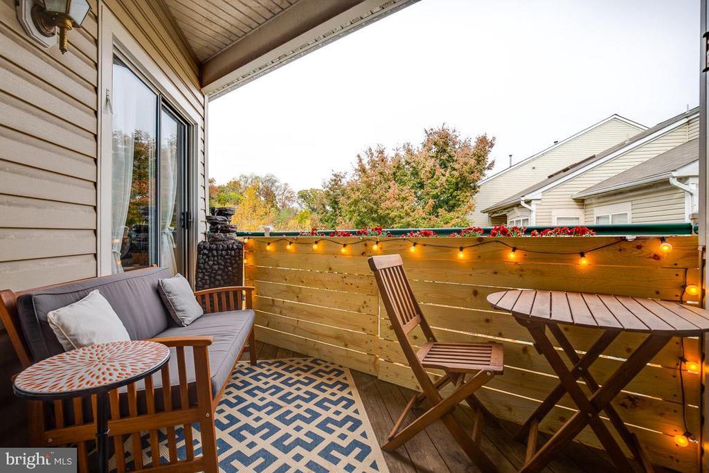 Balcony, cozy and charming! - 6549 GRANGE LN #401, ALEXANDRIA