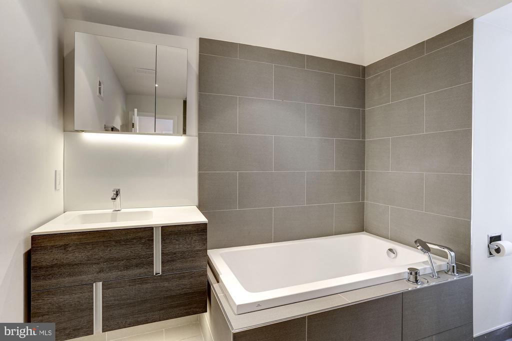 Third Floor Full Bathroom - 5104 ROCKWOOD PKWY NW, WASHINGTON