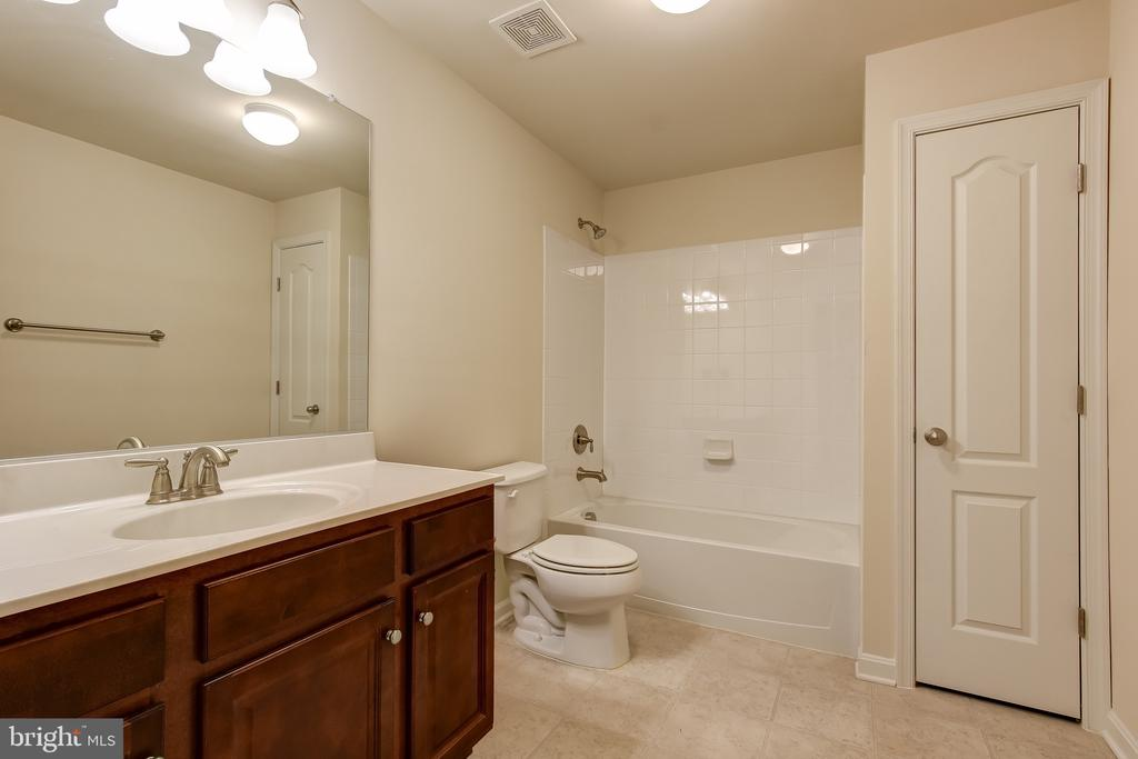 BASEMENT FULL BATH - 15346 WITS END DR, WOODBRIDGE