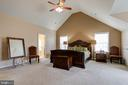 MASTER BEDROOM WITH VAULTED CEILING - 15346 WITS END DR, WOODBRIDGE