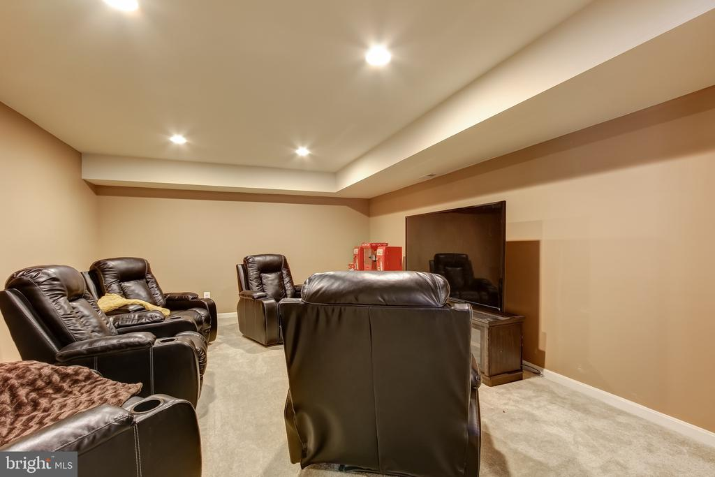 BASEMENT MEDIA ROOM - 15346 WITS END DR, WOODBRIDGE
