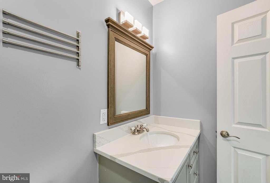 2nd Level Bathroom - 3145 NEWTON ST NE, WASHINGTON