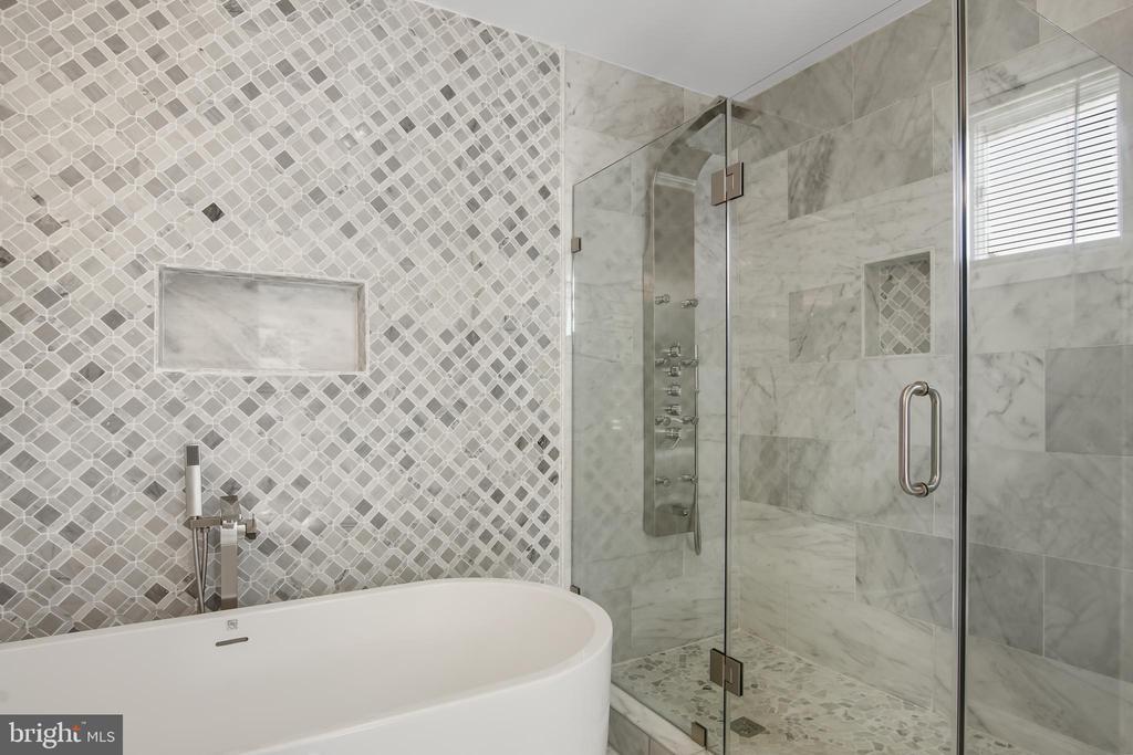 2nd Floor Owners Suite Spa - 3145 NEWTON ST NE, WASHINGTON