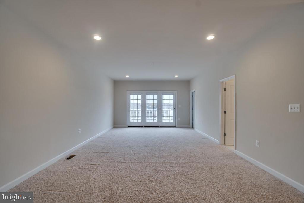 This loft has so many possibilities! - 42560 DREAMWEAVER DR, BRAMBLETON
