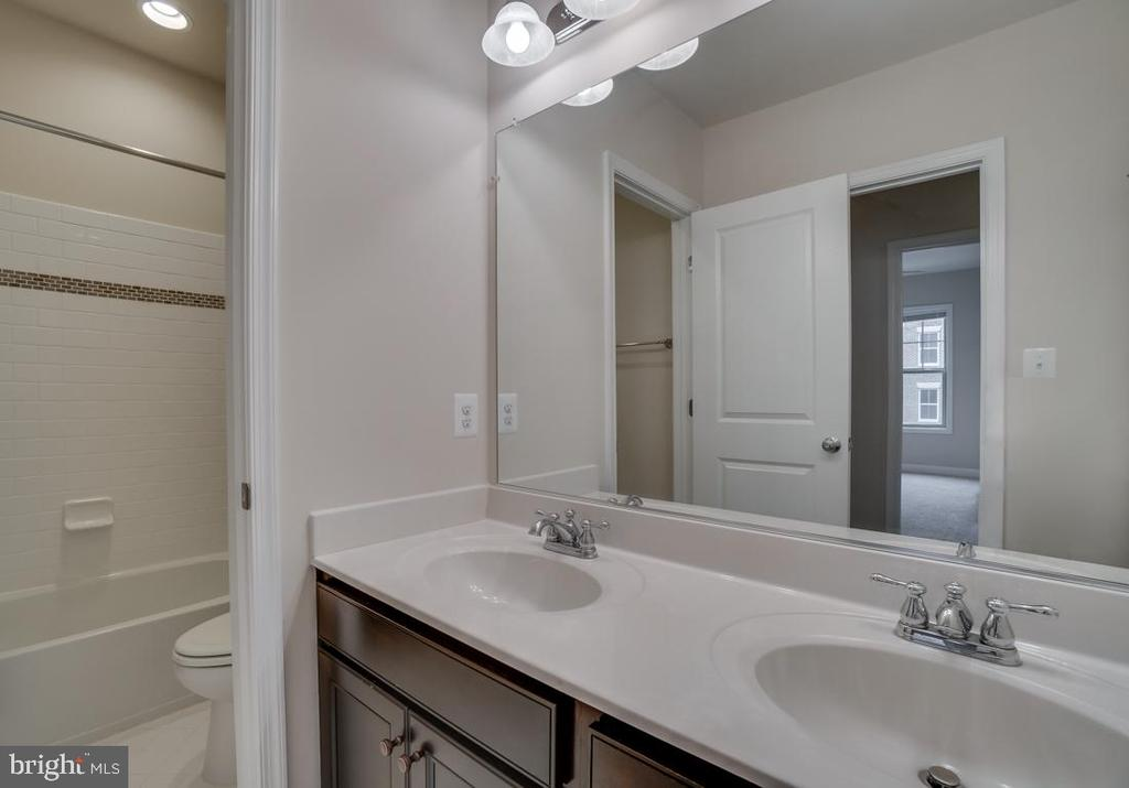 Bathroom #2 - 42560 DREAMWEAVER DR, BRAMBLETON