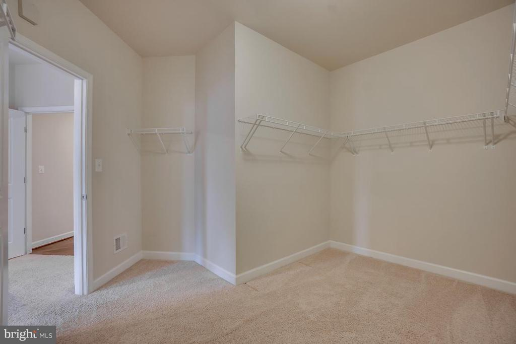 Look at these Walk-in  Closets! - 42560 DREAMWEAVER DR, BRAMBLETON