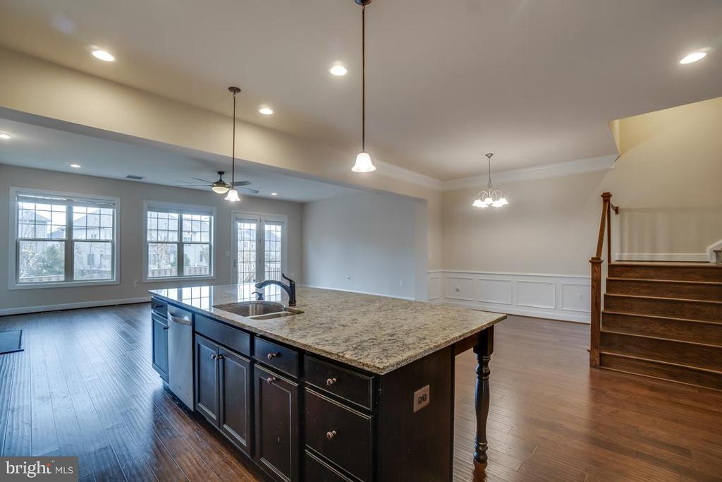 Looking out to dining area. - 42560 DREAMWEAVER DR, BRAMBLETON
