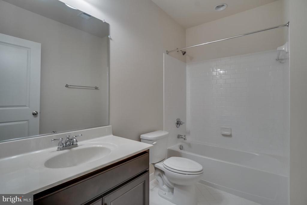 Full Bath  #4 in Basement - 42560 DREAMWEAVER DR, BRAMBLETON