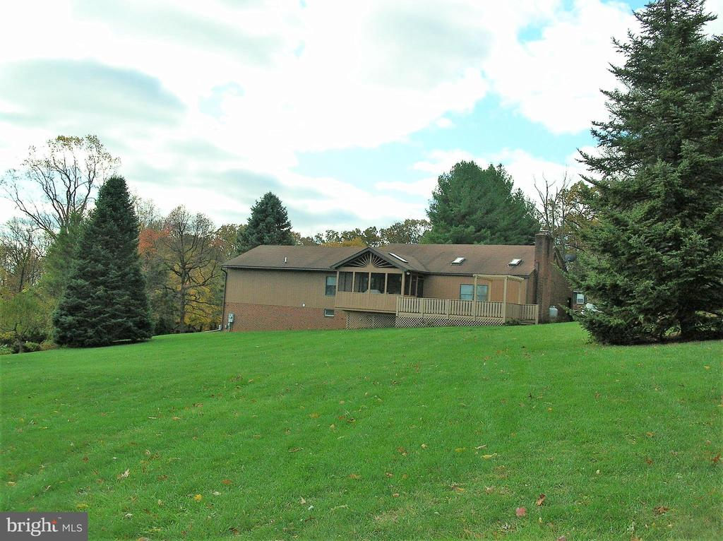 Plenty of room for the family - 4970 FLOSSIE AVE, FREDERICK