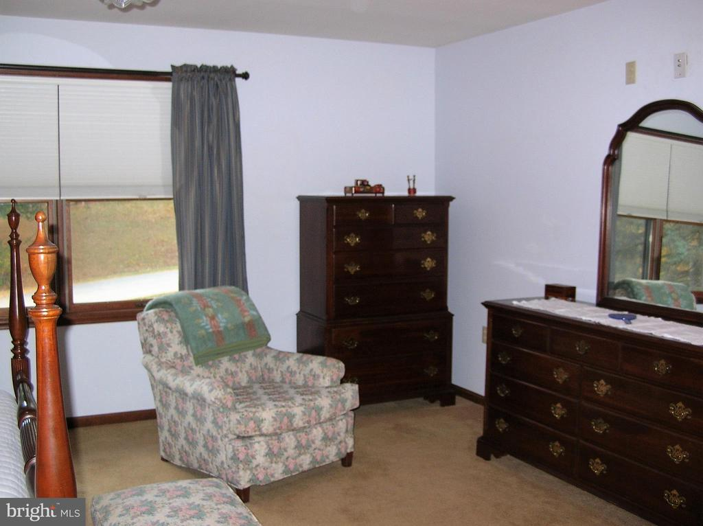 Sitting area in the master bedroom - 4970 FLOSSIE AVE, FREDERICK