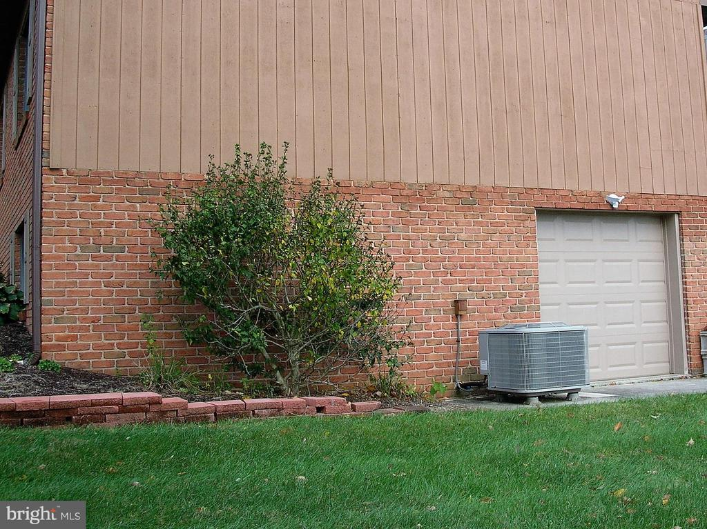 Lower level basement entrance for lawn equipment - 4970 FLOSSIE AVE, FREDERICK