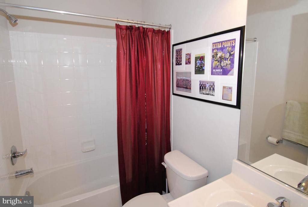 Entry Level Full Tiled Bath - 139 LEJEUNE WAY, ANNAPOLIS