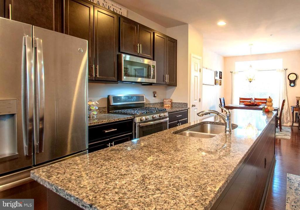 High-End Stainless Appliances . Custom Cabinetry - 139 LEJEUNE WAY, ANNAPOLIS