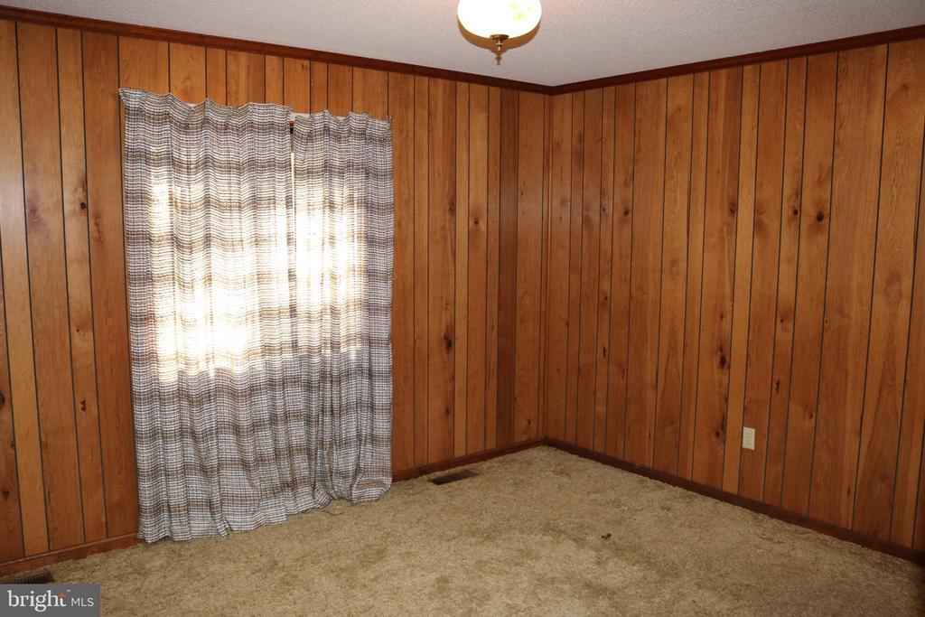Lower Level Bedroom - 991 LAKE HERITAGE DR, RUTHER GLEN