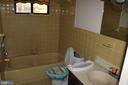 Upper Level Full Bath - 991 LAKE HERITAGE DR, RUTHER GLEN