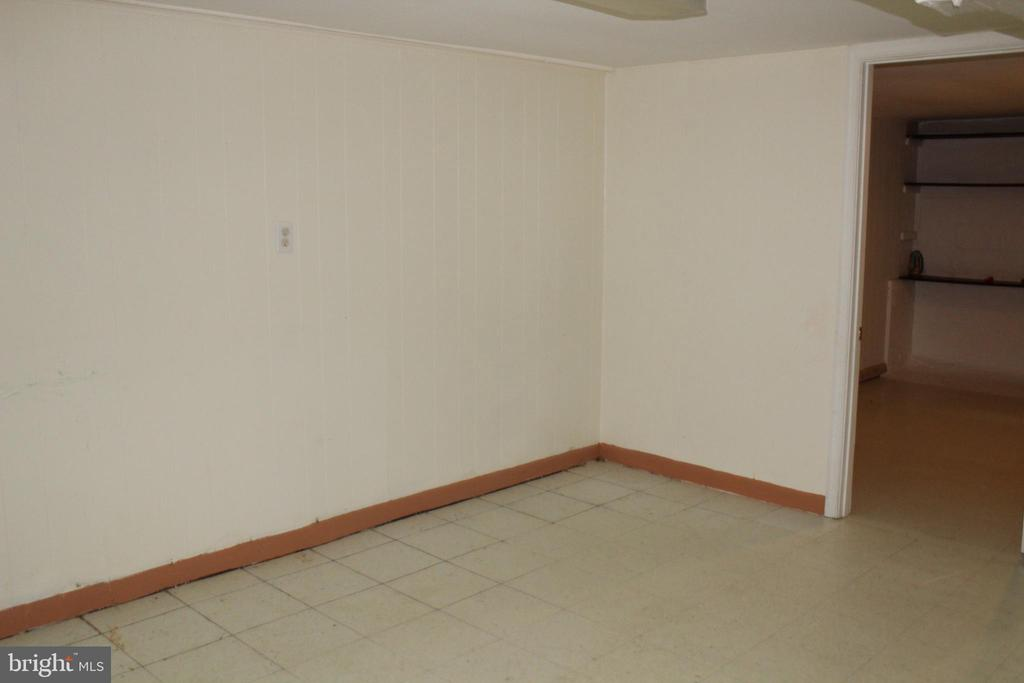 lower level familt room - 6909 RANDOLPH ST, HYATTSVILLE